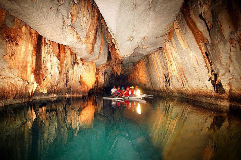 Interior de Underground River